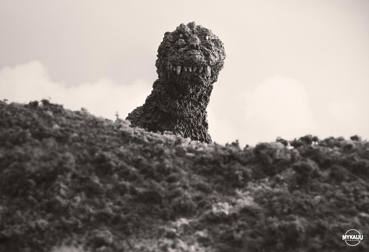 Godzilla 1954 (X-Plus Godzilla 1954 Train Biter)
