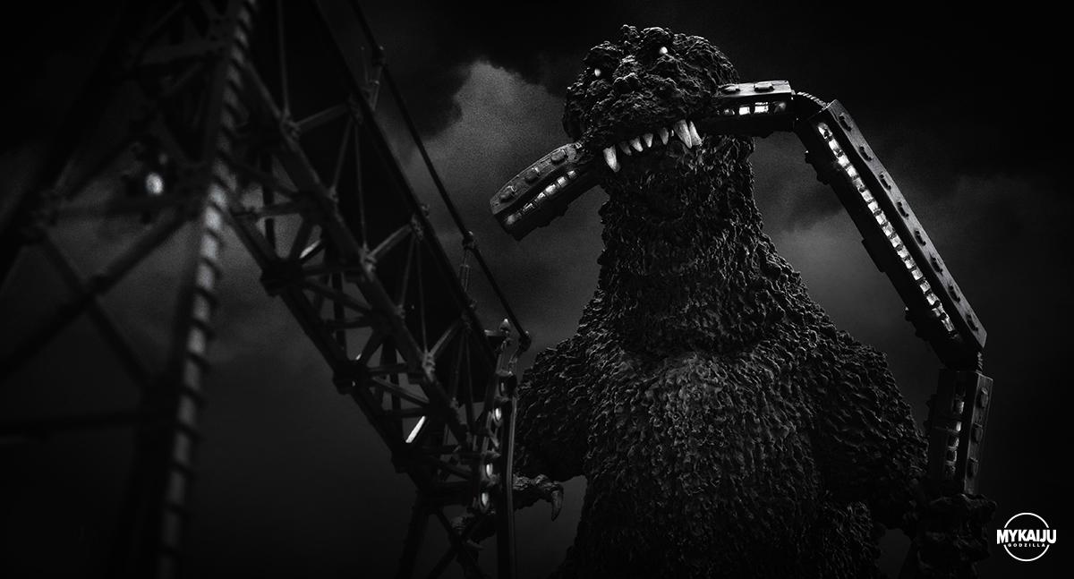 Godzilla 1954 (X-Plus 25cm Godzilla Train Biter)